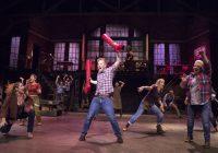 Kaupunginteatterin Kinky Boots -musikaali nousi ensi-iltansa jälkeen ilmiömäiseen suosioon
