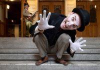Lion – The Weird and Magical Abracadabra Circus Show on taidokas ja viihdyttävä fyysinen komedia jännityksestä ja pelosta