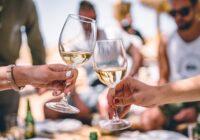 """""""21 litraa olutta tai 42 Aperol Spritziä"""": Näin paljon suomalaisten pitäisi kuluttaa kesäterasseilla ravintoloiden pelastamiseksi"""